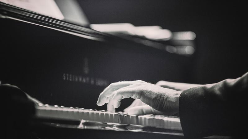 舘野泉 ピアノ 経歴